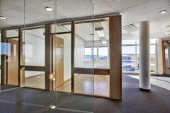 Svanholmen 2 har et moderne arkitektonisk uttrykk med et tydelig funksjonelt preg