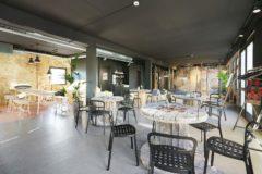 Ta en kaffe i Hermetikkens egen café i 2. etasje