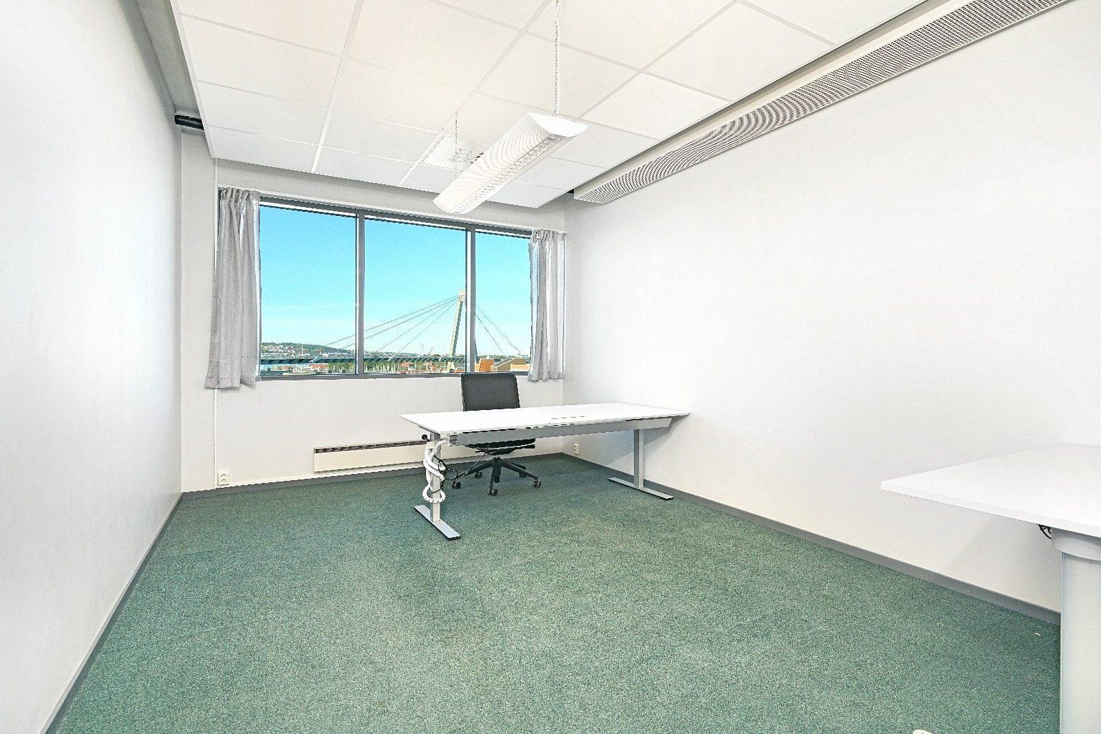 Kontor med plass til 1-2 arbeidsstasjoner