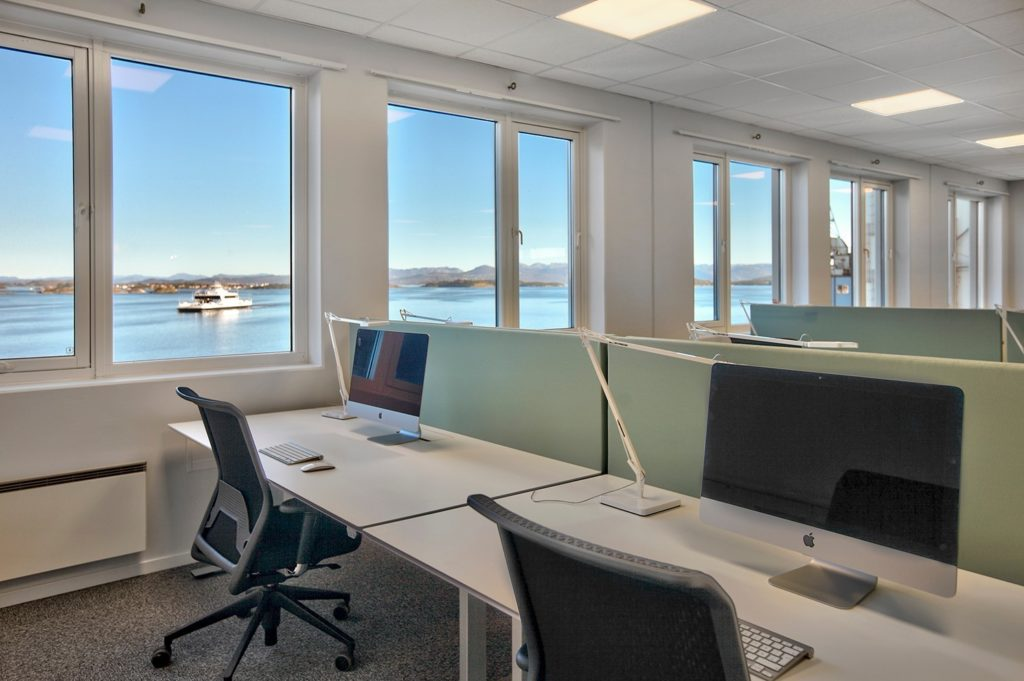 Lyse og arealeffektive lokaler med fantastisk utsikt