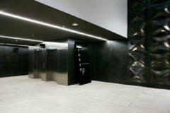 Inngang til kontorfellesskapet Business Village via flott lobby sentralt på Aker Brygge