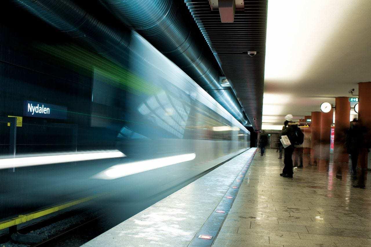 Nydalen t-banestasjon ligger få minutters gange fra Sandakerveien 130